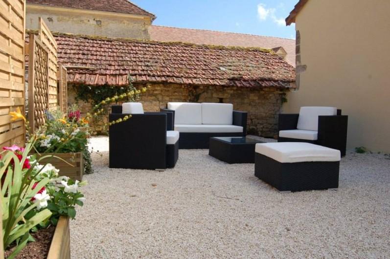 Location de vacances - Gîte à Saint-Médard-d'Excideuil - Salon de jardin