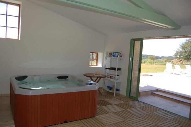 Location de vacances - Gîte à Saint-Médard-d'Excideuil - Jacuzzi