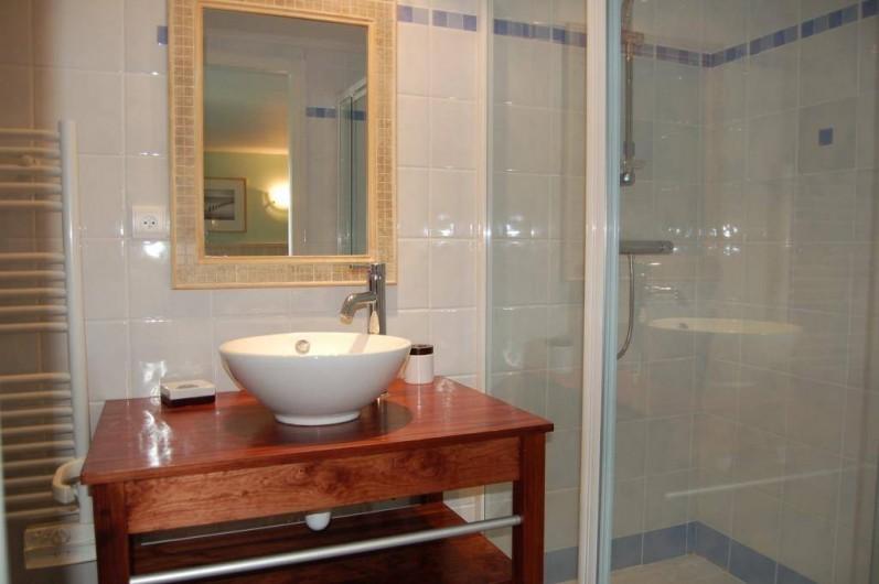 Location de vacances - Gîte à Saint-Médard-d'Excideuil - Salle d'eau chambre 2