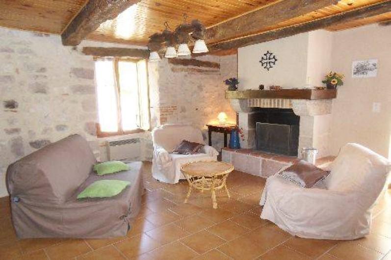 Location de vacances - Gîte à Cordes-sur-Ciel - La pièce de vie côté cheminée