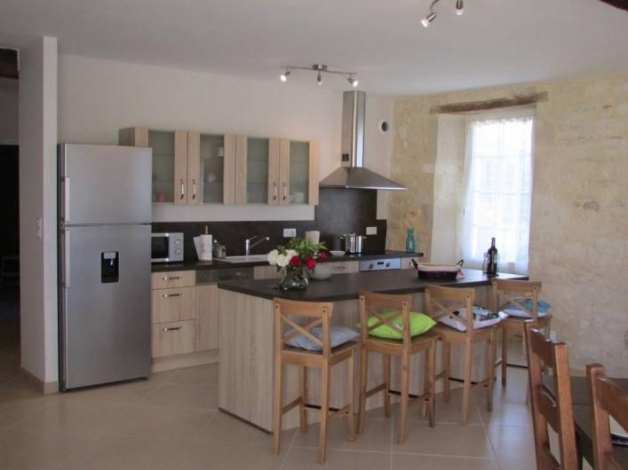 Location de vacances - Villa à Riocaud - Vue sur la cuisine