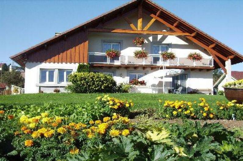 Location de vacances - Gîte à Les Fins - Le gîte est situé à gauche