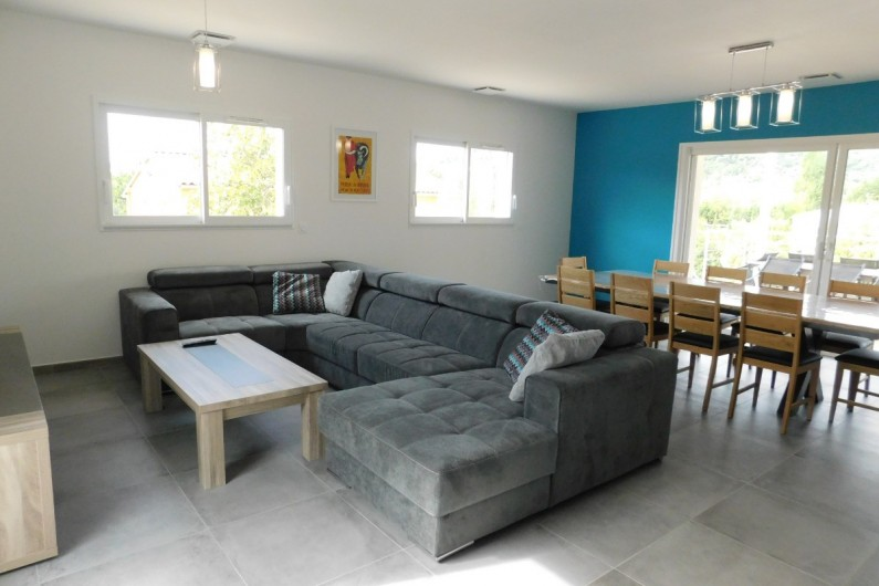 Location de vacances - Villa à Saint-Sauveur-de-Cruzières - Salon avec télévision (antenne TV)