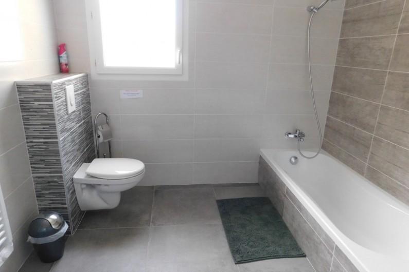 Location de vacances - Villa à Saint-Sauveur-de-Cruzières - Salle de bain avec WC