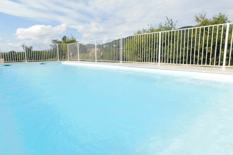 Location de vacances - Villa à Saint-Sauveur-de-Cruzières - Piscine