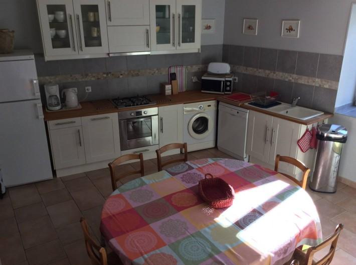 Location de vacances - Gîte à Cournanel - Pièce conviviale la cuisine- séjour  Gîte Adèle