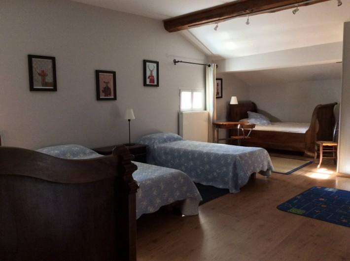 Location de vacances - Gîte à Cournanel - grand dortoir au 2ème 2 vieux lits en 110 et 2 lits en 90 ,  Gîte Alphonse
