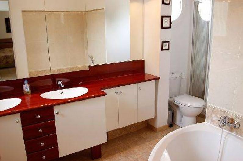 Location de vacances - Villa à Valbonne - Salle de bains principale à l'étage