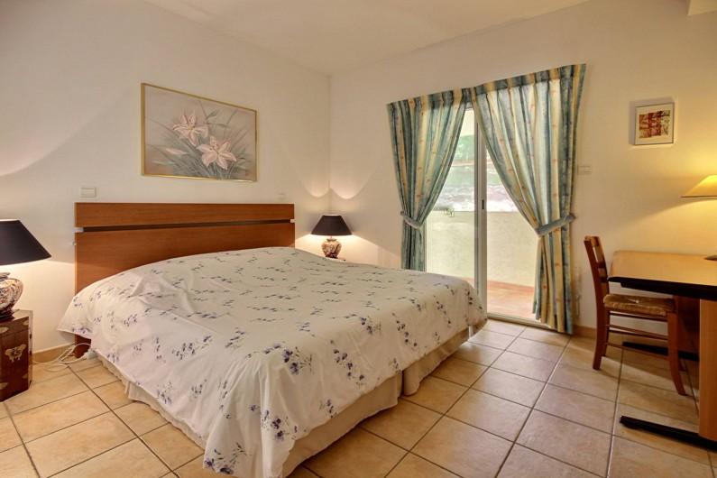 Location de vacances - Villa à Valbonne - chambre au rez de chaussée