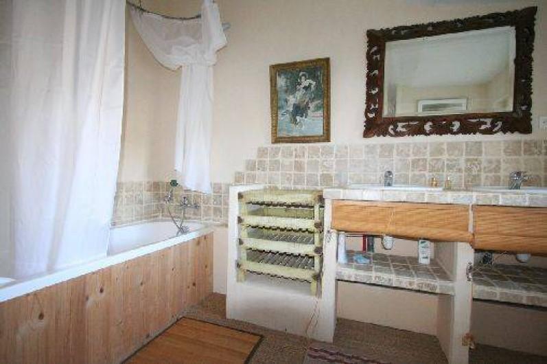 Location de vacances - Mas à Clansayes - salle de bains à l'étage