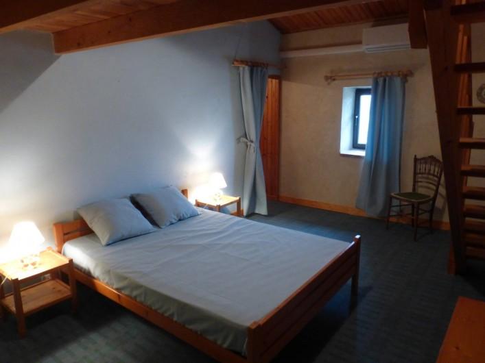 Location de vacances - Mas à Saint-Maurice-de-Cazevieille - Chambre 4 / Lit 160x200 + lit 160x200 en mezzanine