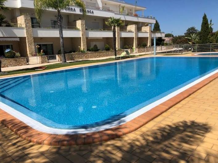 Location de vacances - Appartement à Olhos de Água - La piscine