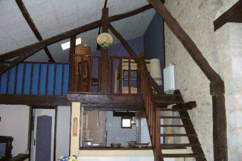 Location de vacances - Gîte à Saint-Pantaly-d'Ans - Grande mezzanine, grand lit et lits superposés