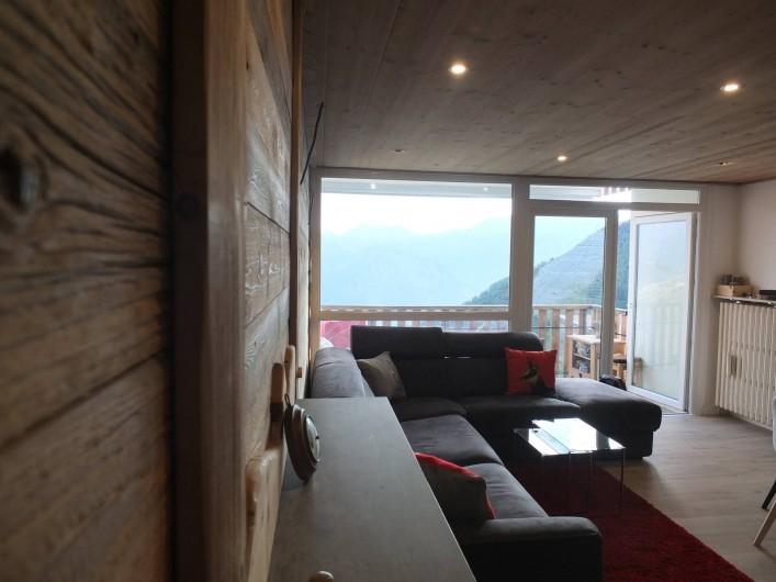 Location de vacances - Appartement à L'Alpe d'Huez - VUE DE L'ENTREE SUR PIECE A VIVRE