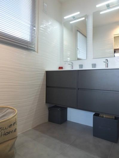 Location de vacances - Appartement à L'Alpe d'Huez - SDB SUITE PARENTALE VUE3