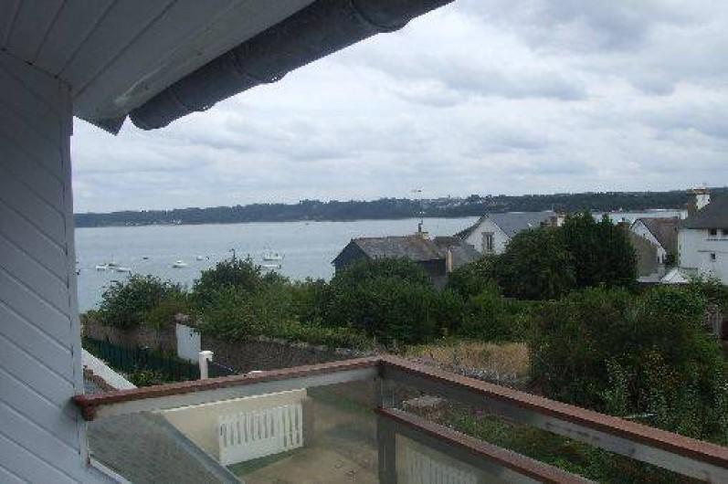 Location de vacances - Villa à Perros-Guirec - Vue sur mer du balcon d'étage