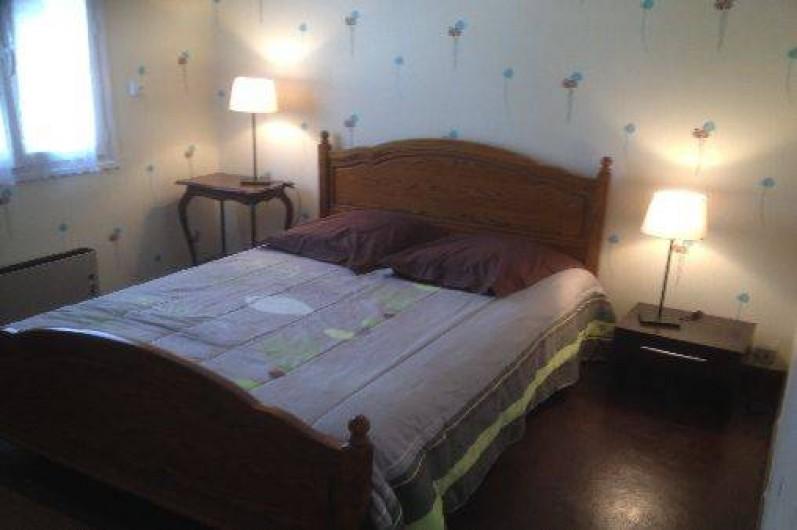 Location de vacances - Villa à Cruas - Chambre Le Platane Lit 140 draps fournis avec grand placards.