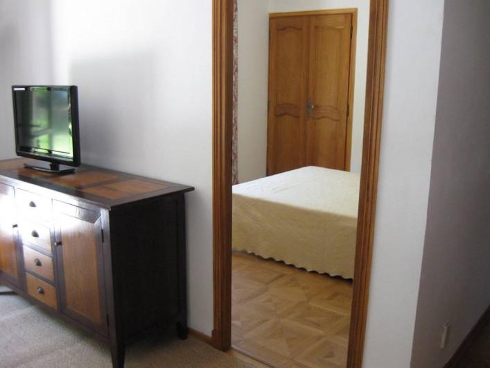 Location de vacances - Appartement à Gattières - Vue sur la chambre avec lit double