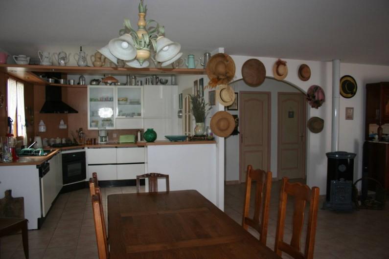 Location de vacances - Villa à Saint-Martin-sur-Lavezon - Cuisine salle à manger