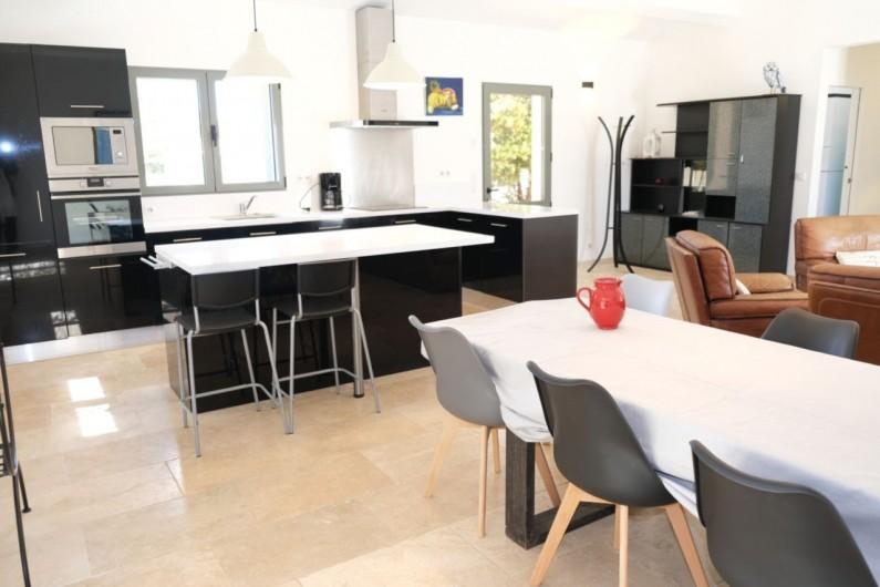 Location de vacances - Villa à Aureille - Salle à manger ouverte sur la cuisine