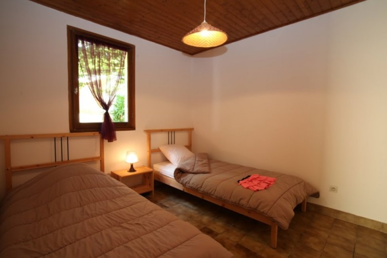 Location de vacances - Gîte à Calviac-en-Périgord - chambre n°2 2 lits en 90