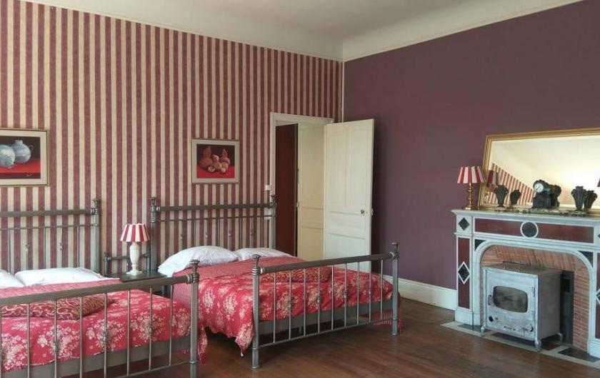 Location de vacances - Chambre d'hôtes à Bessines-sur-Gartempe - Chambre de Aubergine  3 beds 5 person room ,baby bed  Poêle à bois, 140 euros