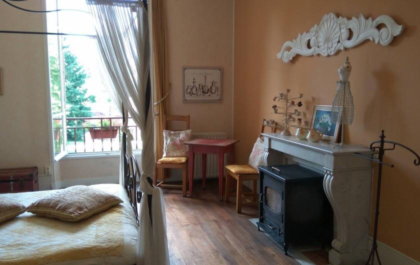 Location de vacances - Chambre d'hôtes à Bessines-sur-Gartempe - Chambre de Papillon 2 person room  Poêle à bois 95 euros