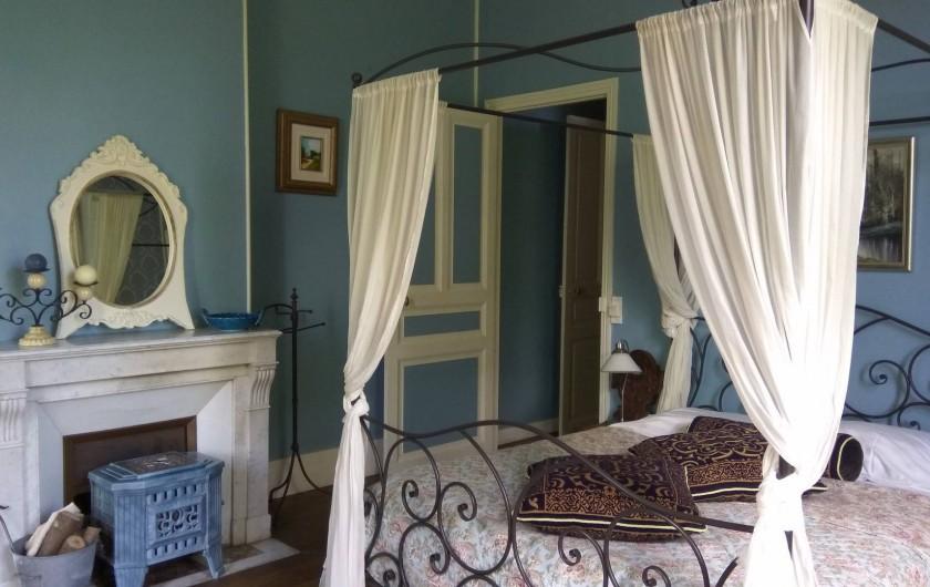 Location de vacances - Chambre d'hôtes à Bessines-sur-Gartempe - Chambre Bleue  2 beds  ,  Poêle à bois  2 pers 95 ,  3 pers. 110 euros
