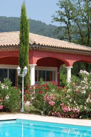 Location de vacances - Villa à Bargemon - Piscine sécurisée avec barrière aux normes AFNOR