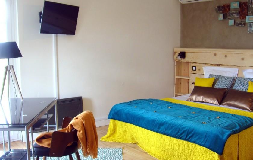 Location de vacances - Gîte à La Garde-Adhémar - Autre vue sur la chambre à l'étage.