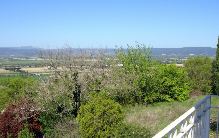 Location de vacances - Gîte à La Garde-Adhémar - Vue Nord Vallée du Rhône depuis la terrasse de la chambre