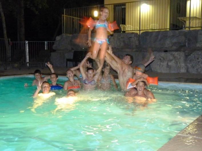 Location de vacances - Chalet à Saint-Alban-Auriolles - Soirée nocturne piscine, Location de vacances,chalet Sud Ardèche Rev'o Thijol