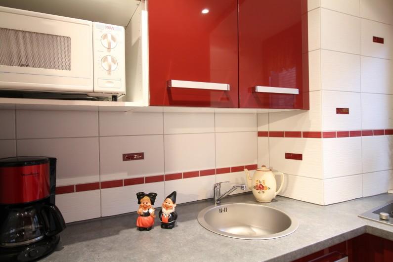 Location de vacances - Gîte à Ribeauville - Votre cuisine intégrée design, généreusement équipée