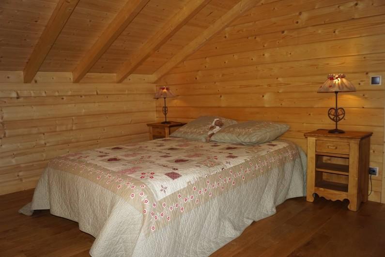 Location de vacances - Chalet à Basse-sur-le-Rupt - Chambre étage avec lit de 2 personnes, 1 bonnetière