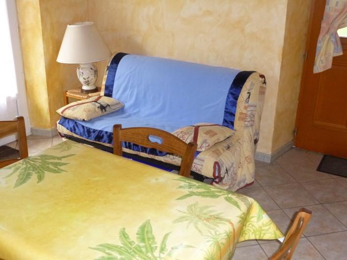 Location de vacances - Gîte à Auriac-du-Périgord - Coin repas et salon   Studio