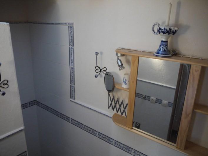 Location de vacances - Appartement à L'Albère - Salle de douche, dans le renfoncement derrière le mur à gauche