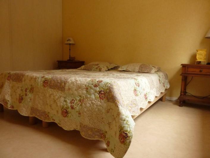 Location de vacances - Villa à La Ciotat - Chambre  côté jardin