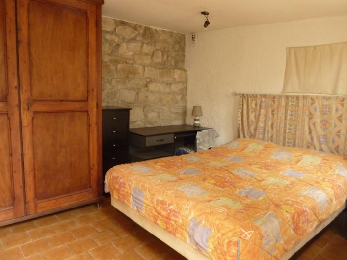 Location de vacances - Villa à La Ciotat - Chambre extérieure,            en fond de jardin