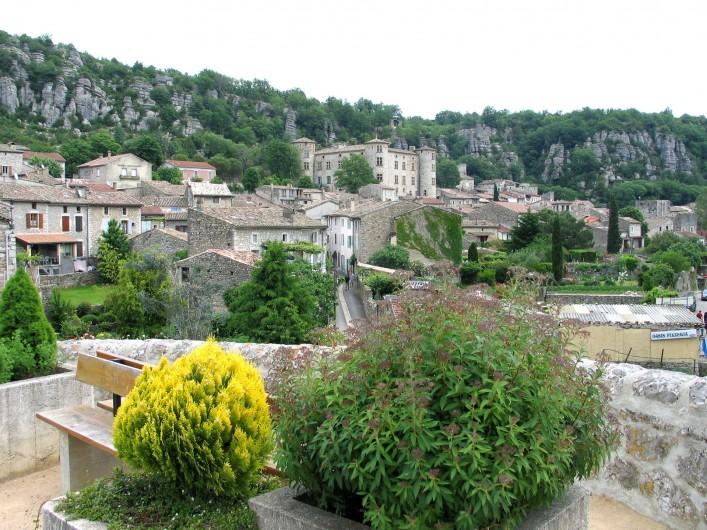 Location de vacances - Gîte à Vogüé - le village de VOGÜÉ