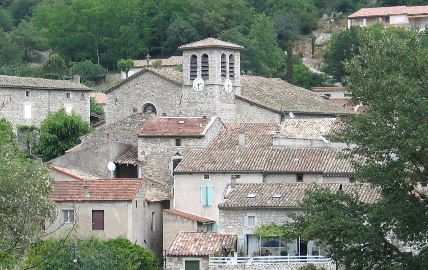Location de vacances - Gîte à Vogüé - L'église du village