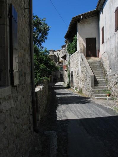 Location de vacances - Gîte à Vogüé - une rue du village