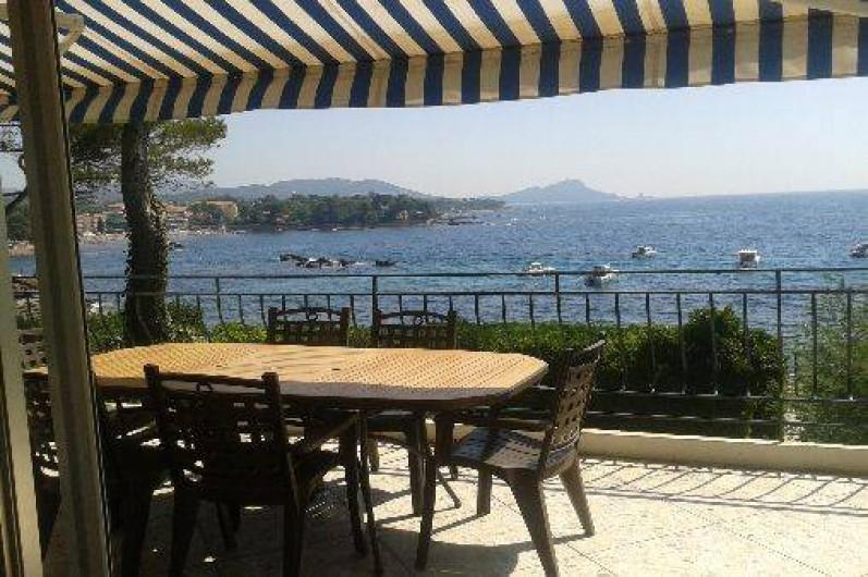 Location de vacances - Villa à Saint-Raphaël - terrasse devant le séjour