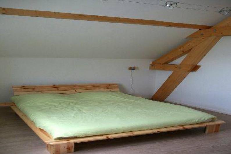 Location de vacances - Chalet à Saint-Hilaire - Lit double à l'étage 160 X 200 grande chambre