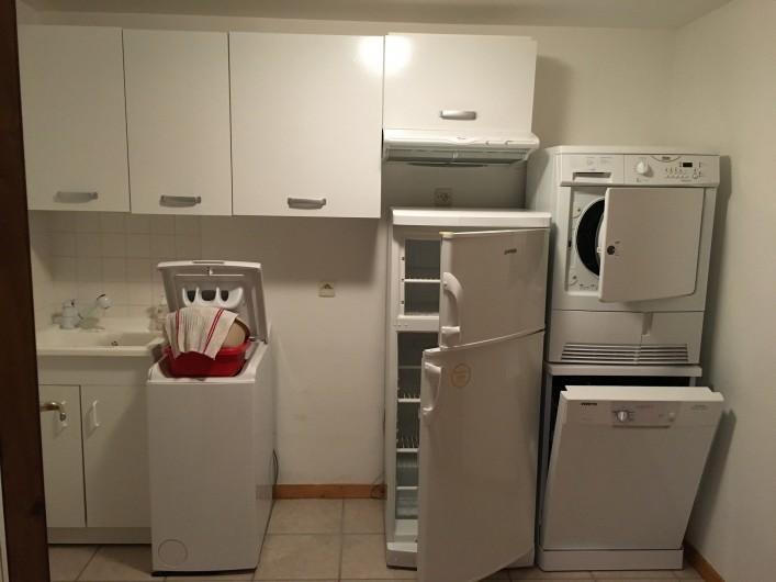 Location de vacances - Chalet à La Bresse - salle avec second frigo, lave vaisselle, lave linge seche linge