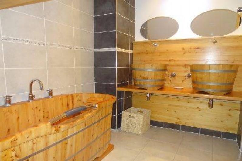 Location de vacances - Chalet à Crots - Salle de bain tout bois
