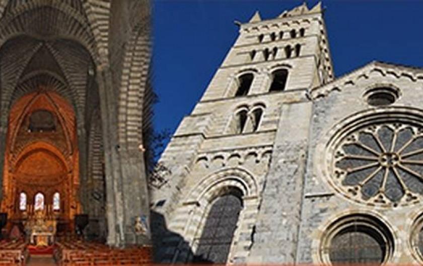 Location de vacances - Villa à Embrun - La magnifique cathédrale, au milieu du centre historique d'Embrun