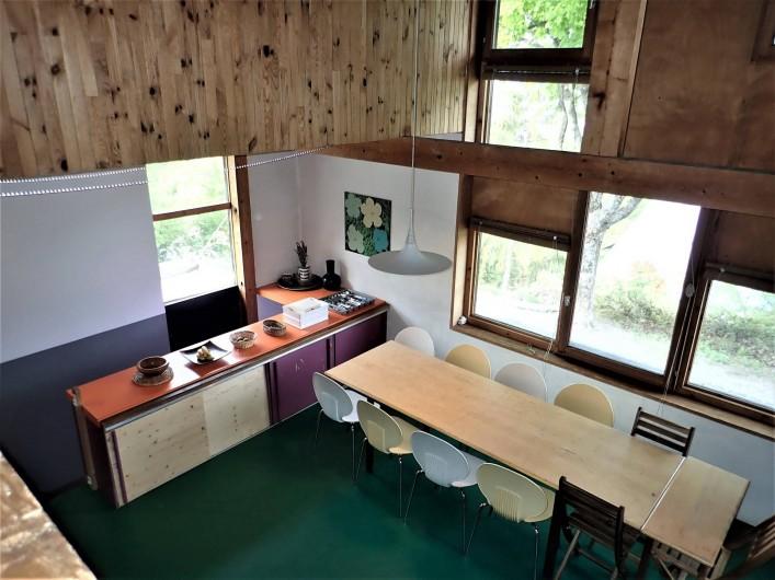 Location de vacances - Villa à Embrun - Dans la salle à manger prennent place jusqu'à 11 personnes +4 en appoint