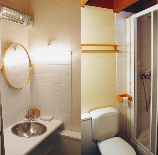 Location de vacances - Villa à Embrun - 3ème salle d'eau au niveau haut: wc, douche, lavabo.