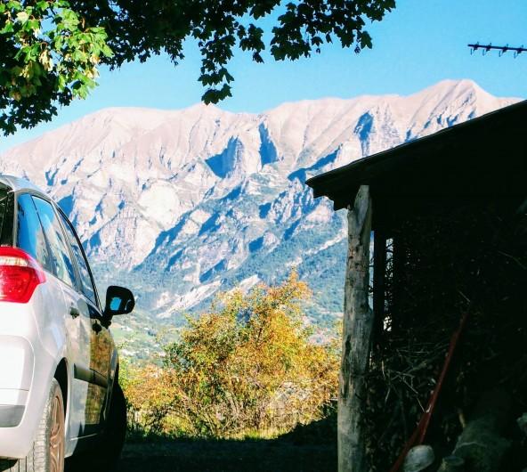 Location de vacances - Villa à Embrun - Vue sur les montagnes à 360°, et le lac à l'ouest