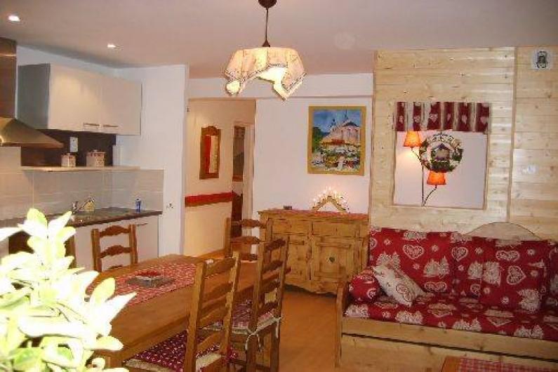 Location de vacances - Appartement à Gérardmer - Salle à vivre - TV grand écran plat - wifi par box